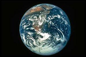 hoe snel draait de aarde rond de zon